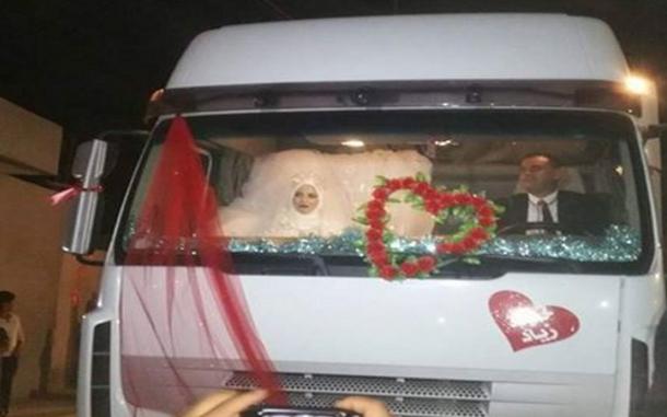 بالفيديو: هكذا احتفل سائق شاحنة بزفافه