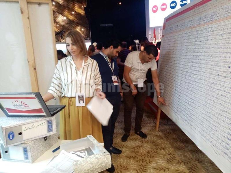 بالصور: الأجواء داخل المركز الاعلامي لهيئة الانتخابات قبل الأعلان الرسمي عن النتائج