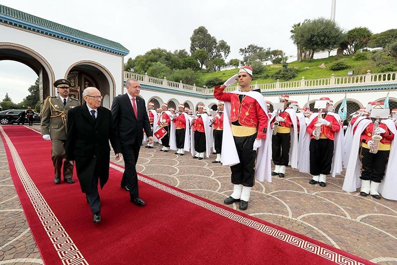 صور من استقبال السبسي للرئيس التركي رجب طيب أردوغان بقصر قرطاج