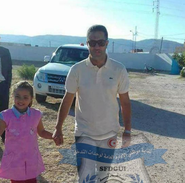 رئيس منطقة الحرس بتالة يرافق ابنة الشهيد عبد الواحد نصير إلى المدرسة