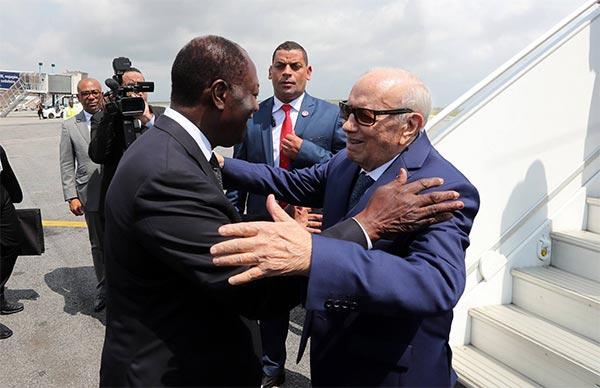 بالصّور : استقبال قايد السبسي من طرف الرئيس الإيفواري الحسن واتارا
