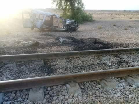 صور حادث اصطدام سيّارة خاصّة بقطار و وفاة 6 أشخاص على عين المكان