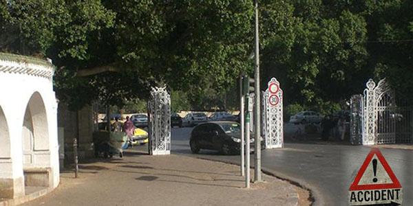 Un mort et des blessés dans un accident de la route devant le parc du Belvédère