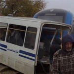 En Photo : Le train de Bizerte heurte un bus