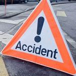 على مستوى الطريق ايكس :انحراف سيارة عن مسارها و إصابة سيدة و اختفاء السائق عن الأنظار
