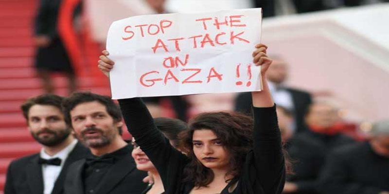'ممثلة ترفع لافتة' أوقفوا العدوان على غزة' في مهرجان 'كان
