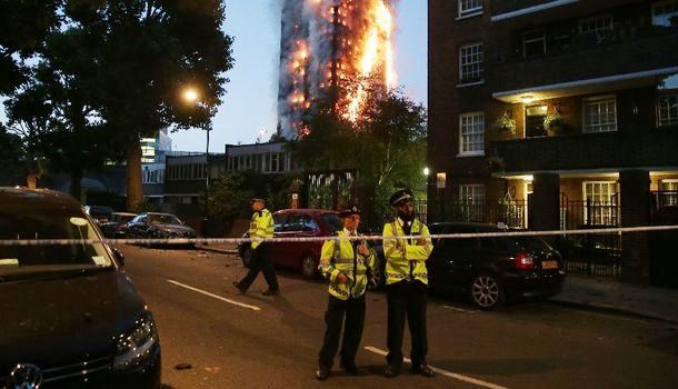 Londres: plusieurs morts dans le gigantesque incendie d'un immeuble