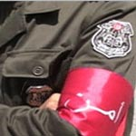 Les agents de sécurité continuent à porter le brassard rouge pour le deuxième jour