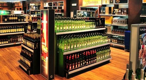 بسبب حوادث نادرة: مراجعة بيع الكحول بمطارات بريطانيا