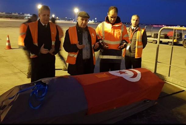 سفير تونس بباريس والقنصل العام يقومان بتشييع جثمان الراحل عز الدين علية