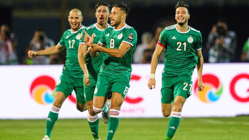 25 لاعبا جزائريا في البطولة التونسية