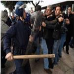 إصابة 40 شرطيًا جزائريًا في مواجهات مع محتجين حول الغاز الصخري