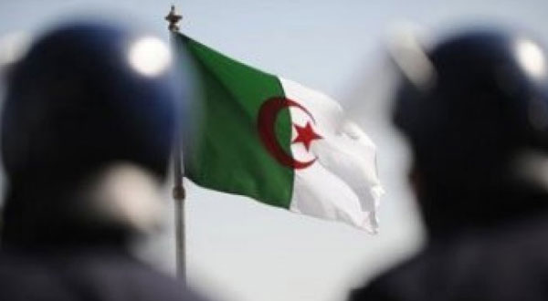 الجزائر تحذر تونس من شبكة ليبية تعمل على أراضيها