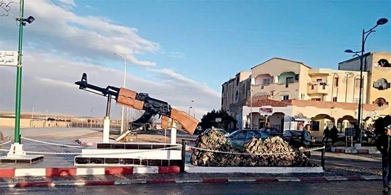 En Algérie, une kalachnikov comme monument commémoratif
