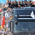 Arrivés en Allemagne : Bain de foule pour les champions du monde