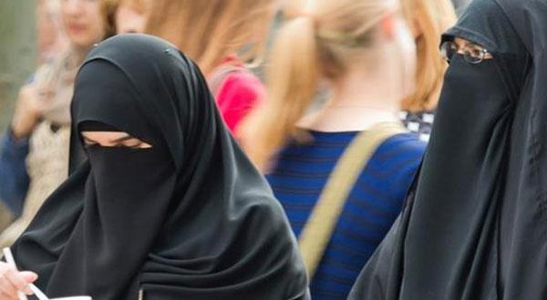 ألمانيا تخطط لحظر ارتداء النقاب للموظفات في الدولة