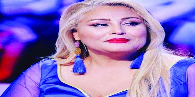 بالفيديو: آمال علوان باكية تعبر عن فرحتها بنجاح ابنها