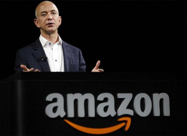 Le PDG d'Amazon demande sur Twitter ce qu'il peut faire de sa fortune estimée à 76 milliards de dollars