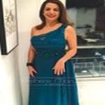 En photo : Avec sa robe signée Esthere Maryline, Amel Karboul continue à soutenir les jeunes talents tunisiens