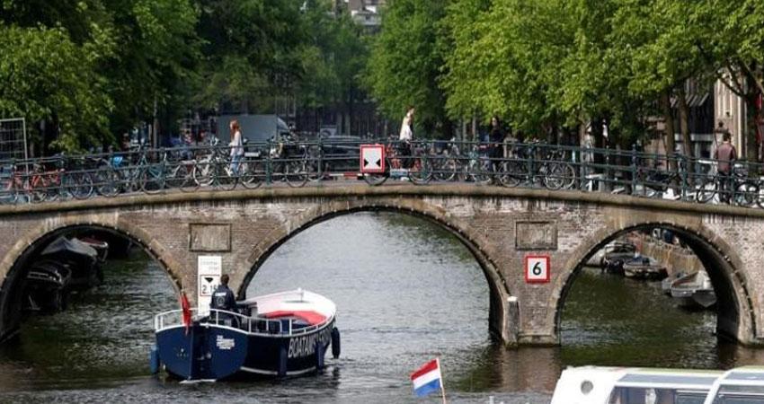 أمستردام تخطط للحد من 'غزو' السائحين