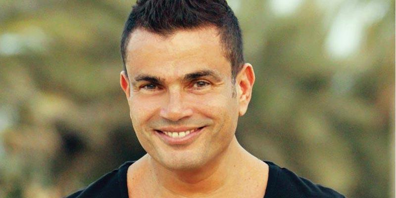 بالفيديو: عمرو دياب يضرب حارسه أمام الجمهور
