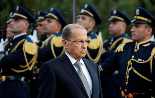 Le président libanais Michel Aoun accuse l'Arabie Saoudite de retenir aussi la famille Hariri
