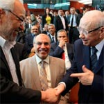 Photo du jour : B. Caid Essebsi salue R.Ghannouchi devant H.Jebali