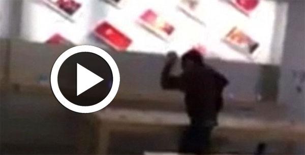 بالفيديو: مهووس ينقض على متجر آبل ويحطم هواتف آيفون