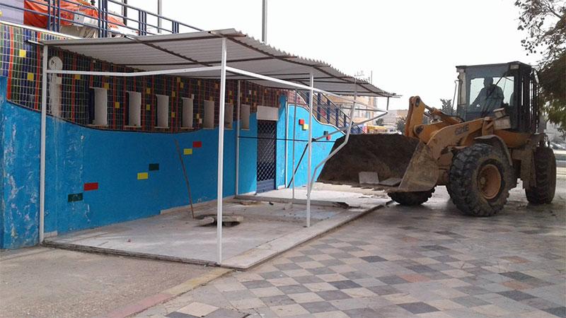 صور : بلدية أريانة تواصل تنفيذ قرارات الإزالة للمحلات التجارية المخالفة