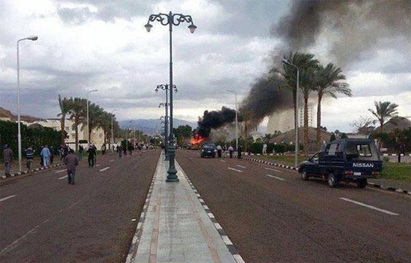 تفجير إرهابي إستهدف عسكريين في العريش : قتلى و جرحى