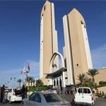 محاصرة مسلحين اقتحموا فندقا شهيرا بطرابلس.. وجماعة مؤيدة لداعش تصفها بـغزوة أبوأنس الليبي