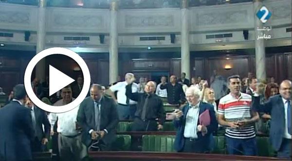 بالفيديو..لحظة مصادقة النواب على قانون المصالحة..'بالروح و الدم نفديك يا وطن'