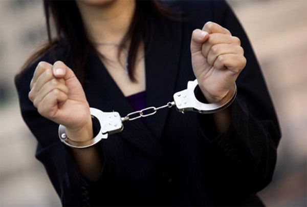 القبض على ممثلة مصرية معروفة بتهمة ممارسة الدعارة