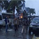 12 téléphones portables saisis et deux détonateurs retrouvés près du bus, à la suite de l'attentat de Tunis