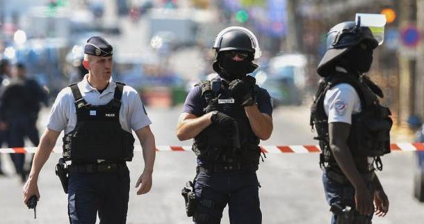 Attentat raté sur les Champs-Elysées: 4 membres de la famille de l'assaillant en garde à vue