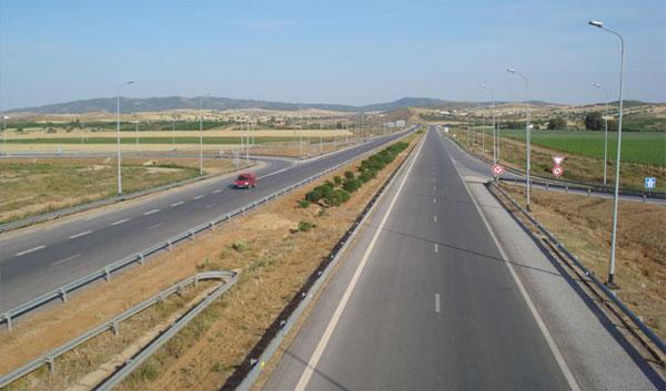 شركة تونس الطرقات السيارة تدعو إلى ملازمة الحذر و تخفيض السرعة خلال عطلة عيد الفطر