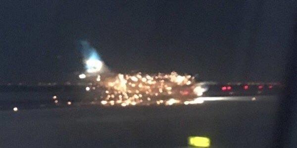 Vidéo : Un avion en flammes à l'aéroport de New York