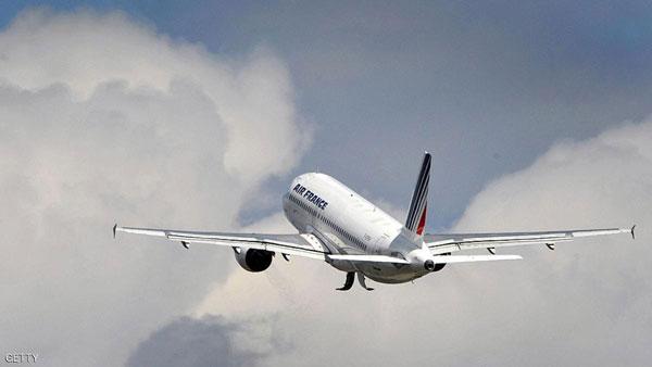 حالة طوارئ لطائرة فرنسية ضربتها صاعقة