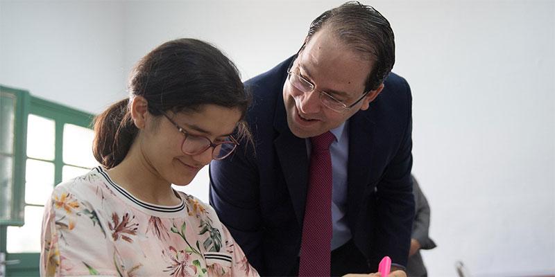 بالصور، يوسف الشاهد يطلع على سير اختبارات الدورة الرئيسية لامتحانات البكالوريا