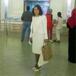 En photos : En blanc, Sihem Badi prend son vol pour aller voter
