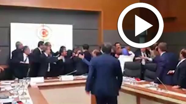 En vidéo  : Une bagarre générale éclate au parlement turc