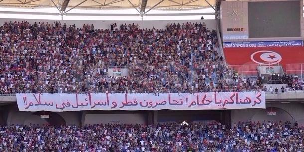 Banderole soutenant le Qatar lors d'un match: Les supporters du CA libérés
