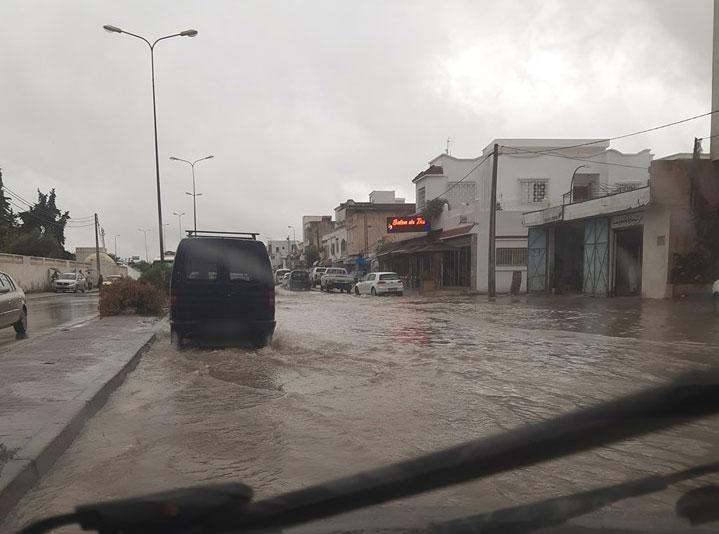 بالصور، الأمطار تغرق وسط مدينة باردو