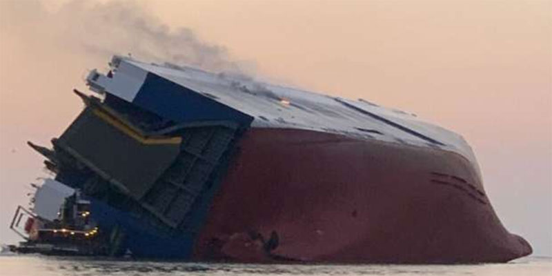 غرق سفينة بالقرب من السواحل الأمريكية