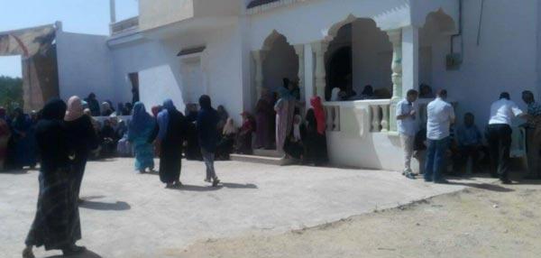 En photos : Rassemblement devant la maison du martyr Amen Thamri, en attente des funérailles