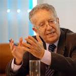 عياض بن عاشور يؤكد أن السلطات المضادة تمنع التغول وأنه يجب الوثوق في الحوار لوطني لتجنب الأزمات
