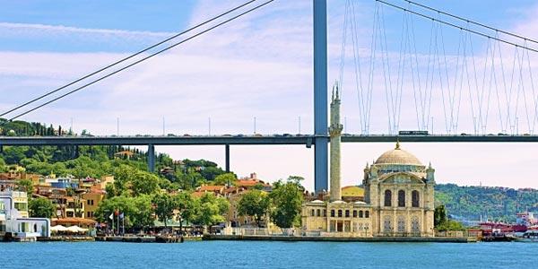 Après le putsch raté en Turquie, Le pont du Bosphore renommé