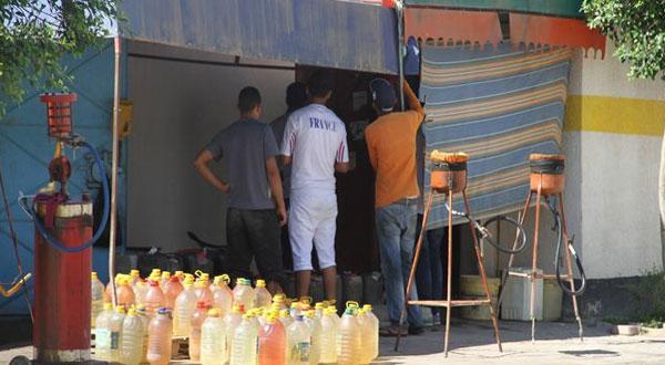 احتراق سيارة في نقطة بيع بنزين مهرّب بمدخل مدينة بوسالم