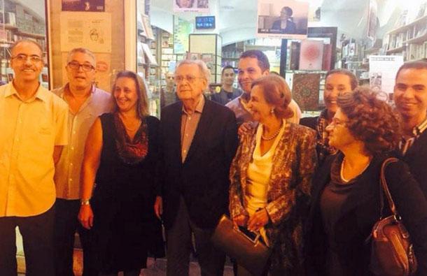 En photo : Bernard Pivot à l'Avenue Bourguiba à Tunis