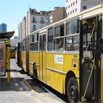 Ariana : Des protestataires bloquent la route et prennent des bus en otage